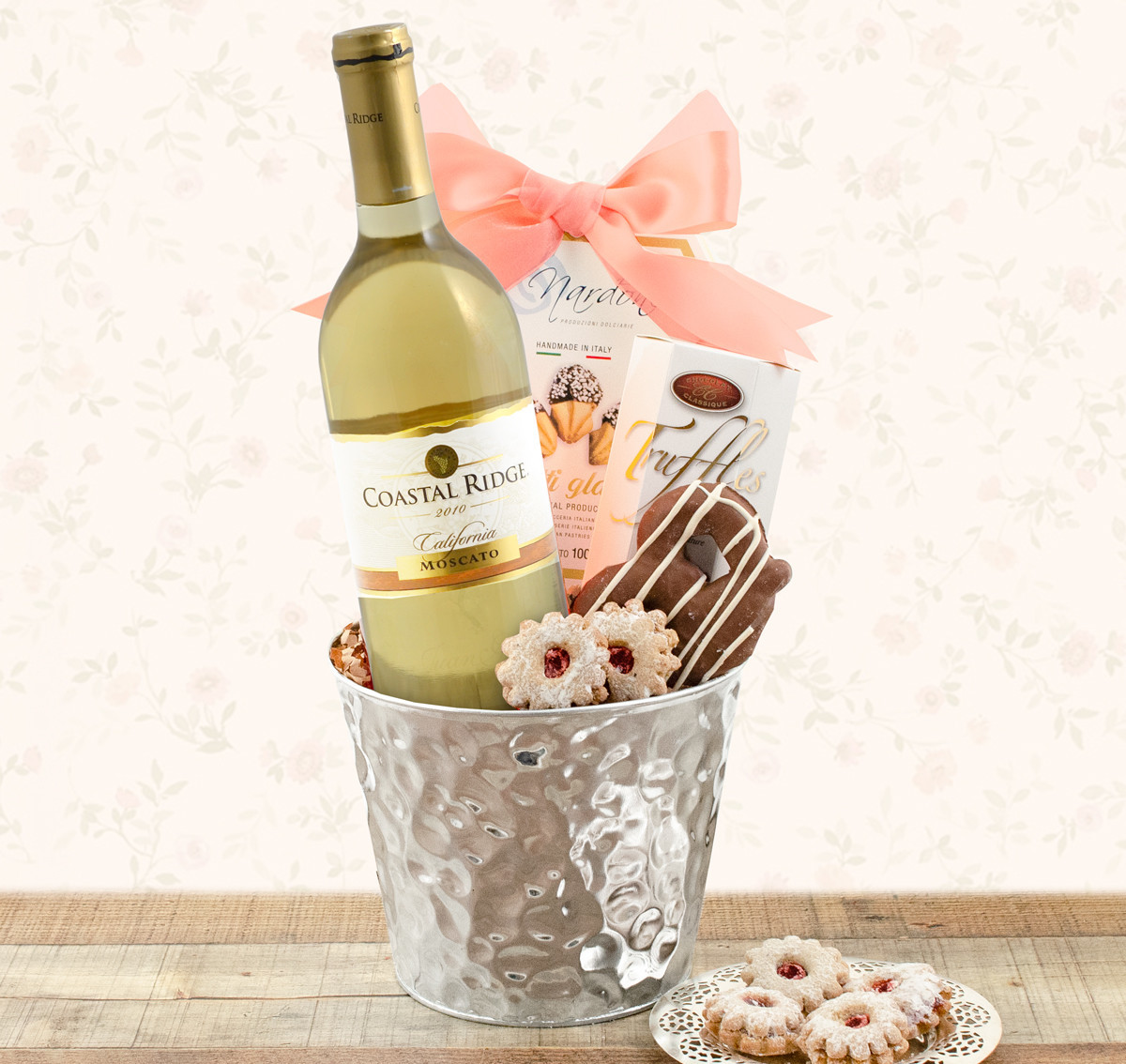 Moscato_White_Wine_Gift_Basket