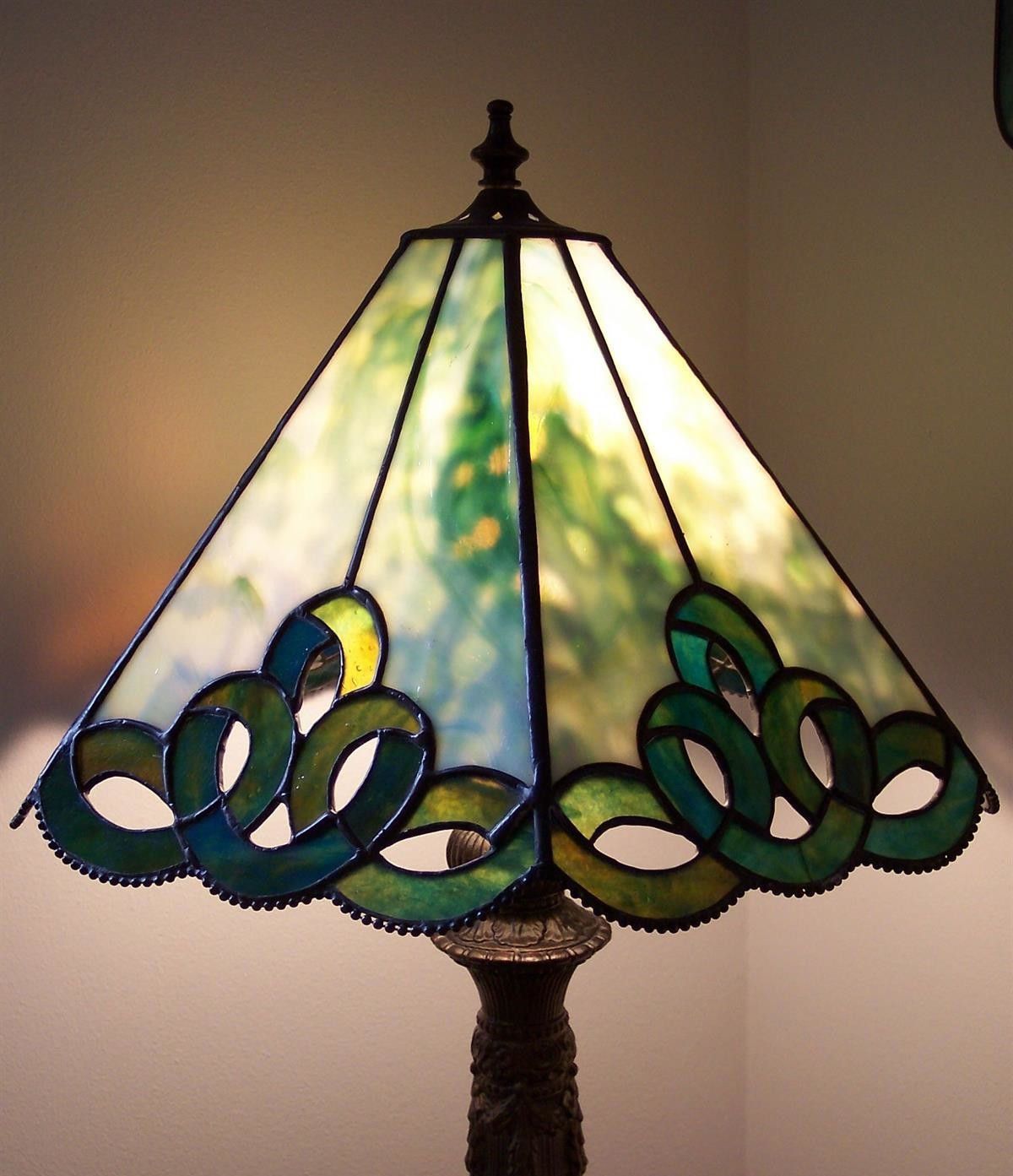 Stained glass lamp class example.
