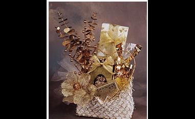 Chocolate and savory snacks Gold basket